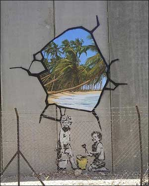 Graffito di Banksy sul muro della Striscia di Gaza