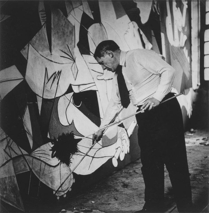 Picasso dipinge Guernica