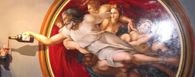 Il Dio della creazione di Michelangelo che versa un bicchiere di vino