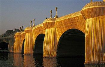 Il Pont Neuf di impacchettato da Christo e Jeanne-Claude
