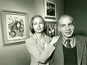 I coniugi Vogel davanti a parte della loro collezione