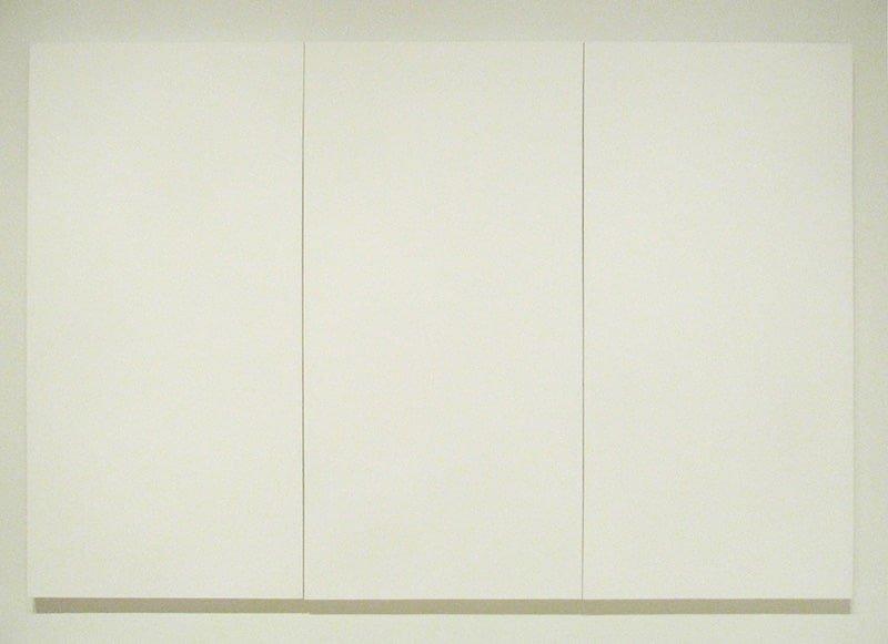 Tre pannelli dell'opera White Paintings di Robert Rauschenberg